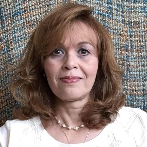 Magda Moreno : Education Director